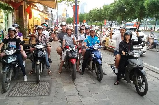 CITY TOUR ON SCOOTER WITH LOCAL...