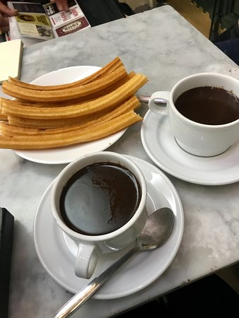 Visite privée de Madrid : Spanish hot chocolate is the best