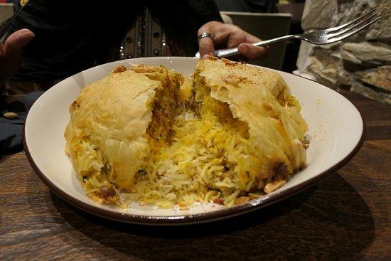 Siraj: Piatto tipico degli Emirati con riso allo zafferano e pollo