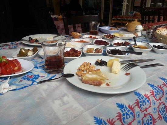 Провинция Анкара, Турция: Hergün serpme kahvaltı var. Ayrıca ev yapimi mantı vs de var