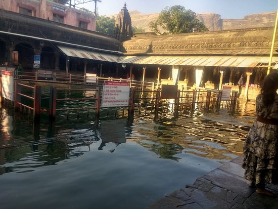 Kushawrat Kund: It's a peaceful place with a good vibe.