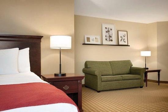 Clive, IA: Guest room