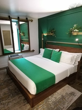 Single room with King Bed