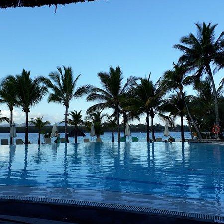 Ein sehr schönes Hotel, mit eigenem Strand. Nicht weit vom Flughafen entfernt. Sehr grosse Zimmer. Sehr freundliches Personal. Alles sehr sauber. Kann es sehr empfehlen.
