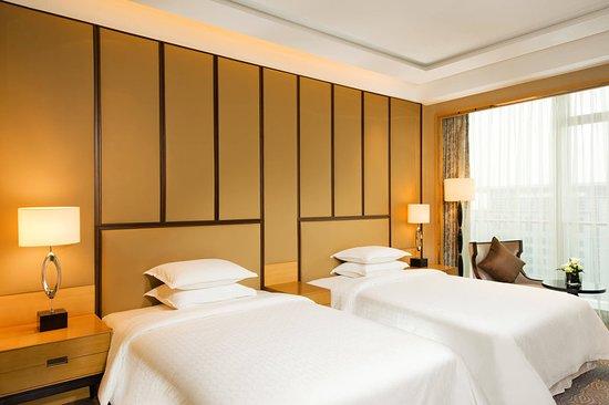 Jiaozhou, China: Guest room