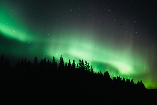 Åre, Sverige: Snowshoe walking in the night with the chance to experience the Northern Lights. An evening snack is included and the guide is also telling facts about the northern lights and how to capture auroras on camera.