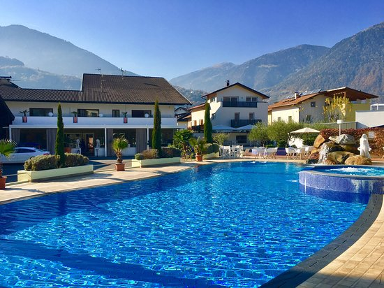 Hotel resort schlosshof bewertungen fotos for Hotel in lana sudtirol