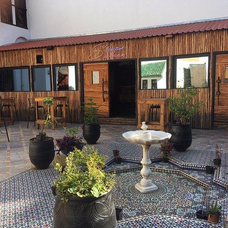 British Saloon Fez