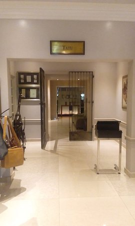 Tatu Restaurant entrance