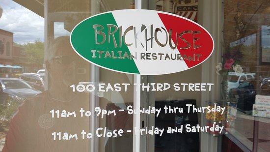 Brickhouse Pizzeria: front door