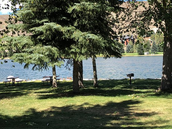 Avon, CO: Lots of trees and green space to relax around Nottingham Lake