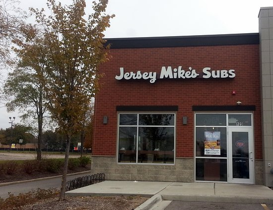 Carpentersville, IL: front of & entrance to Jersey Mike's Subs