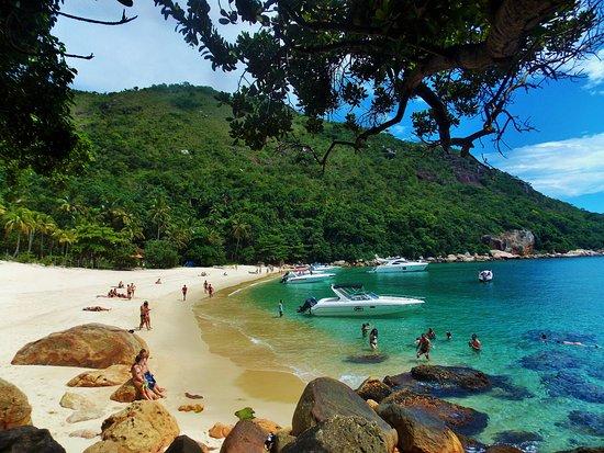 Praia dos Meros Ilha Grande -Angra dos Reis RJ. Passeio de lancha Volta à Ilha Grande. Saída regular da Vila do Abraão.