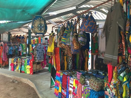 Good arts and crafts market and nice garden - Review of FEIMA - Feira de  Artesanato, Flores e Gastronomica, Maputo, Mozambique - Tripadvisor