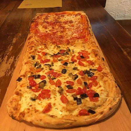Recetto, Italy: Pizza al metro