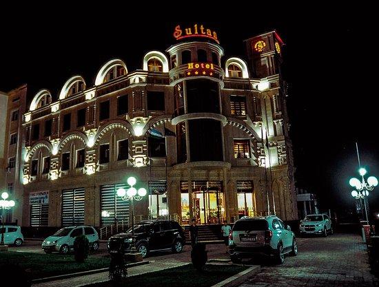Qarshi, Uzbekistan: Ночной Sultan