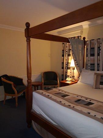 Falfield, UK: Bedroom Best Western The Gables Gloucestershire