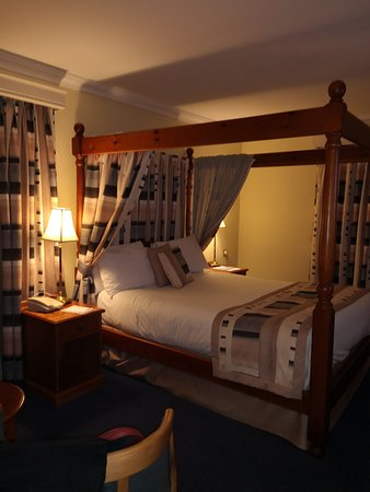 Falfield, UK: Lovely room but very dark and no light switches or plug sockets near bed