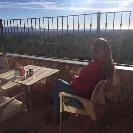 Rossell, Испания: Hotel en Rosell pequeñito y acojedor vistas desde la terraza