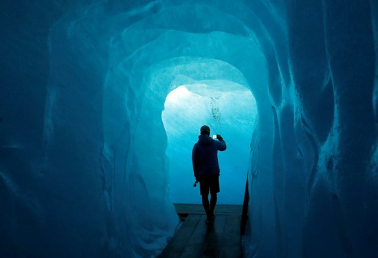 Gletsch, Schweiz: The Ice Cave at the Rhone Glacier in Furka, Switzerland.  (Photo by Denis Balibouse / Reuters)