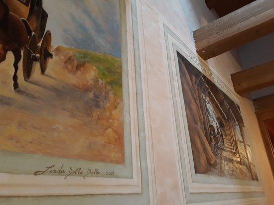 Prata Camportaccio, Italie : dipinti sulla parete della sala da pranzo