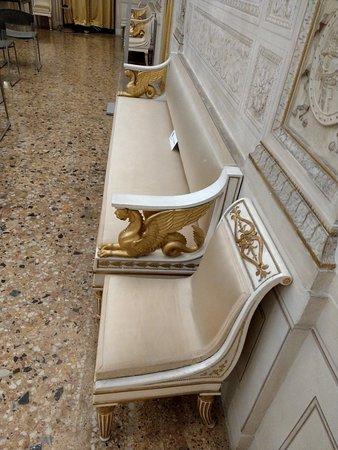 Palazzo Milzetti Museo Nazionale dell'eta Neoclassica in Romagna: Anche i mobili sono originali d'epoca