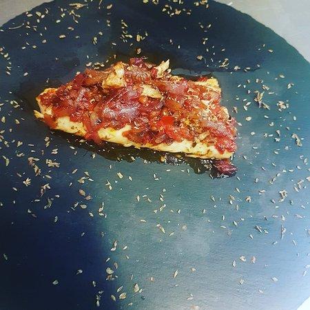 Lampuga alla pizzaiola. E tartara  di lampuga.