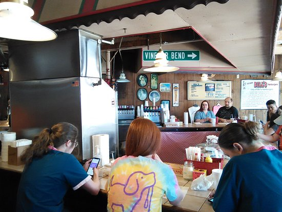 A noon day stop at Bills in down Amory