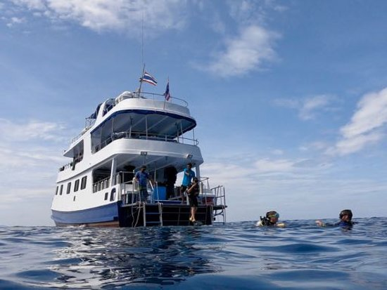 Khao Lak Scuba Adventures : Boat rides very high in the water. L3 sun deck, L2 eating/socialising area, L1 dive deck and guest cabins