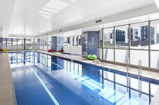 meriton suites herschel street brisbane 64 7 2. Black Bedroom Furniture Sets. Home Design Ideas