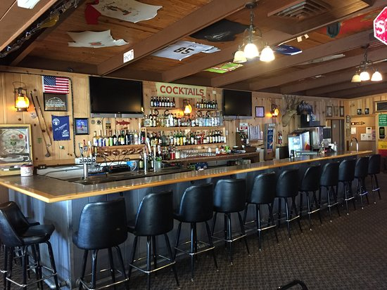 Sportsmen's Bar and Grill: Bar typique