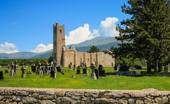 Cetina, โครเอเชีย: Church of Holy Salvation and a large mediaeval necropolis