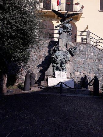 Monumento ai Caduti di Comabbio