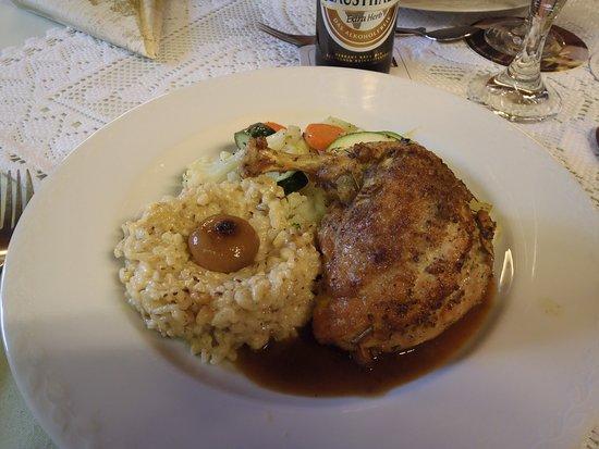 Borken, Niemcy: Perlhuhn(keule) mit Risotto und feinen Gemüsen