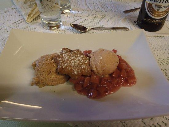 Borken, Niemcy: Dessert mit Quitten, Mousse und Eis