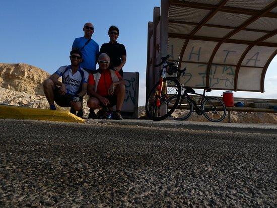 Udi Avital Tour Guide: IO, Sandra, Udi ( guida sul pulmino ) e Elad ( accompagnatore in bicicletta )