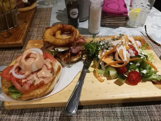 Blue Bay Lodge and Resort: Chicken burger with bacon and brie and salad. Tasty