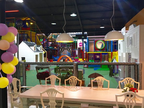Чидл, UK: Lots for little ones to do at Head Over Heels with their own exclusive gated area with play frame, music wall, role play village, ride on wheely bugs and soft play area.