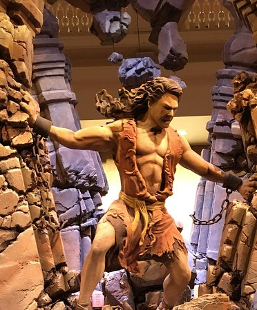 Sight & Sound Theatres: The statue that greets you as you enter the Sight and Sound Theatre.