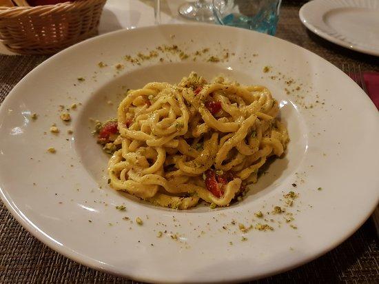 Trattoria La Rustica: taglierini al pesto di pistacchio