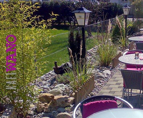 Niederweningen, Swiss: Ein gepflegter Garten lädt dich ein....