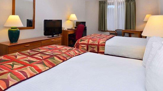 MH CountryInn Ishpeming MI Guestroom TwoDoublePet