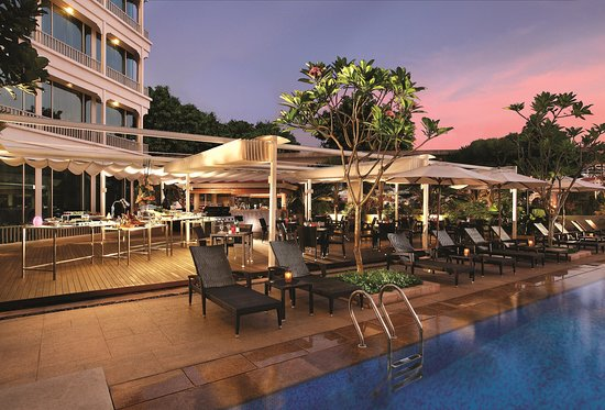 Best Poolside Bbq Buffet In Singapore Cocobolo Poolside Bar