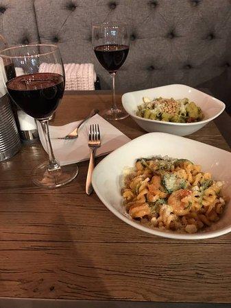 Пипл&Паста: Паста с креветками и шпинатом, паста с песто и красное вино
