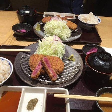 今夜は〝京都 勝牛〃のカツ牛!!空腹のお腹に、しみる〜💖レアさと、柔らかさと、大きさと、美味しさに、満腹です!ご馳走さまでした〜😄