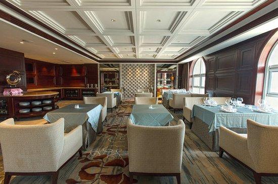 Zhangjiakou, China: Bar/Lounge