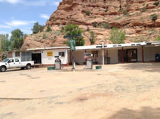 """""""Voglio vedere nel West un paesino costituito da una pompa di benzina e qualche casetta intorno..."""" Shonto, Contea Navajo, Arizona"""