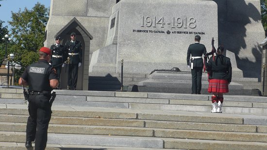 Wachablösung, National War Memorial, Ottawa, Ontario