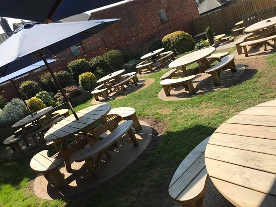 The Wentworth Arms: Beer Garden