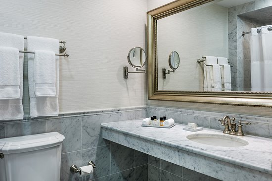 Wayne, PA: Lengel Suite Bathroom